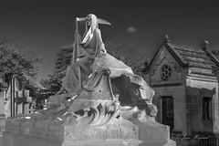 JH-IMG_3034 NB (visionspartageesjh) Tags: catherineau mausolée mort chartreuse bordeaux tombeau cimetière
