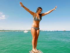 série de 4 photos salto arrière (buch.daniele) Tags: fille girl danielebuch bateaux rivage pampelonne var