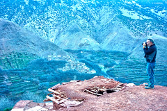 El mirador (KRAMEN) Tags: mountains photographer fotógrafo mirador landscape blue adobe hole tejado town pueblo city maroc marruecos tizi zougouart azzadene valley valle toubkal man