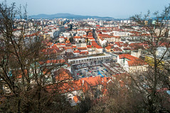 The View of Ljubljana City from Ljubljana Castle, Slovenia (takasphoto.com) Tags: architecture building centraleurope dx europe europecentrale gothic kitlens lens ljubljana mitteleuropa nikkor nikkor1855mmf3556gafsdxvrlens nikon nikon1855mmf3556gafsdxvrnikkorzoomlens oldtownljubljana ortaavrupa photography renaissance romanesque slovenia street streetphotography structure viennasecession центральнаяевропа ウィーン分離派 ゴシック ストリートスナップ ニッコール ルネッサンス ロマネスク 中央ヨーロッパ 中欧 建築