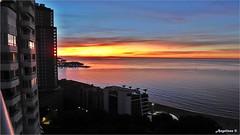 EL COLOR DEL ALBA (Angelines3) Tags: alba cielo mar martesdenubes mediterráneo nubes colores edificios reflejos comunidadvalenciana alicante benidorm bahia