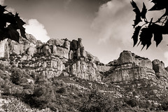 Sierra del Montsant (Ricardo Pallejá) Tags: monocromático monocromo nikon naturaleza landscape lightroom nature blancoynegro bw blackandwhite
