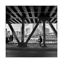 .... (HansEckart) Tags: sw blackandwhite hamburg hafencity street streetphotography urban people