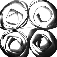 Quatre mots à vous dire (Emmanuelle2Aime2Ailes) Tags: macromondays centersquarebw bw square macro carré monochrome papier