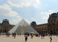 Louvre Museum (Cromartie17) Tags: paris louvre museum travel architecture