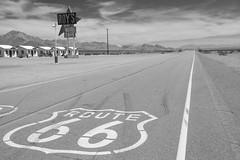 Route 66 (ramosblancor) Tags: humanos humans carretera road highway historia history paisaje landscape roys viajar travel california usa blancoynegro blackandwhite bw