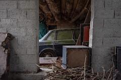 La Volvo qui dort (R.Daco) Tags: volvo exploration d750 nikon nikonpassion 1424mm decay urbex abandonné mousse garage