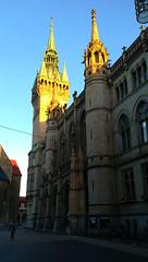 Morgenspaziergang: das Rathaus. Der neugotische Bau wurde 1894 bis 1900 errichtet. Auf den 61 m hohe Turm führen 161 Stufen, er wurde nach dem Vorbild der berühmten Stadttürme in Flandern angelegt. (R.S. aus W.) Tags: europa europe deutschland germany niedersachsen lower saxony braunschweig brunswick besuch herbst morgen morgenspaziergang spaziergang stadt city urban visitor besucher alt old history historisch