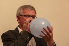17 Næstformand i Kultur og Fritid, Mariagerfjord Kommune puster ballon (Hobro Børne- og Ungdomsfilmklub) Tags: hobro børne og ungdomsfilmklub filmklub jubilæum fest