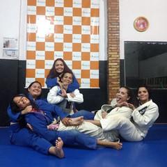 Bjj Girls (BLLLCCC) Tags: bjj jiujitsu mat tatame girls female feminino barefoot barefeet feet pés descalça soles solas baresoles chulé gym academia martialarts esporte sport deporte fight luta gi kimono women