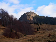 visszasüt a nap / sun is shining on the peak (debreczeniemoke) Tags: ősz autumn túra hiking hegy mountain gutin erdély transilvania transylvania táj land tájkép landscape kakastaréj creastacocoşului csúcs peak olympusem5