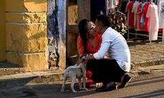 Vietnam - Couple d'amoureux à Hoi An. (Gilles Daligand) Tags: vietnam hoian amoureux baiser rue happyplanet asiafavorites