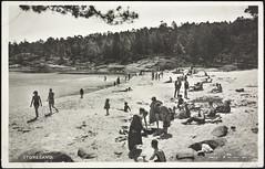 Postkort fra Agder (Avtrykket) Tags: strand badedrakt badende barn kvinne mann postkort sjø strandliv grimstad austagder norway nor