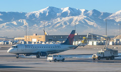 Delta E175 (SLC) (ruifo) Tags: nikon d850 nikkor 50mm f12 ais salt lake city international airport utah ut us usa airplane aircraft aeronave avion avión aviao avião aviacion aviación aviacao aviação aviation spotting spotter delta airline airlines air line lines embraer erj175lr erj170200 lr n252sy e175 emb erj ejet emb175 erj175 taxing rock mountains mountain montaña montanha