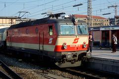 DB OeBB Br1044 201 in Munich, May 1991 (swissuki) Tags: db oebb br1044 münchen munich railroads germany