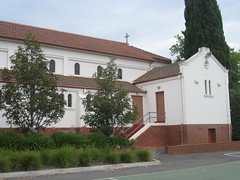 Saint Roch's Roman Catholic Church - Burke Road, Glen Iris (raaen99) Tags: saintrochsromancatholicchurch saintrochromancatholicchurch saintrochs saintrochsgleniris saintrochscatholicchurch romancatholicchurch catholicchurch catholic glenirischurch gleniris burkeroad burkerd church placeofworship religion religiousbuilding religious melbourne melbournearchitecture 1930s 1938 twentiethcentury 20thcentury victoria australia spanishmissionarchitecture spanishmissionecclesiasticalarchitecture spanishmissionchurch spanishmission interwarchurch interwararchitecture spanishmissionbuilding interwar interwarspanishmission architecturallydesigned patrickjosephoconnor patrickoconnor stuccoedbrick stucco brick architecture building window tile belfry spire tower lancet lancetwindow buttress