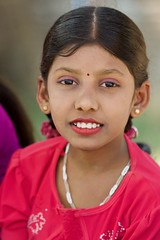Lors d'une fête hindoue en l'honneur de Ganesch (Patrick Doreau) Tags: portrait asiatique femme woman asian birman myanmar birmanie bagan sourire smile beauté beauty fête hindoue burma