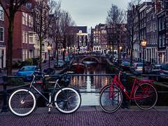 A0153094 (rpajrpaj) Tags: amsterdam city netherlands nederland nederlandvandaag bluehour thebluehour cityscape citylights